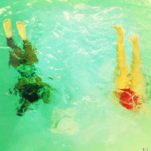aquatic handstands